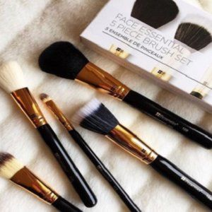 B.H. Cosmetics Face Essential 5Piece Brush Set NEW